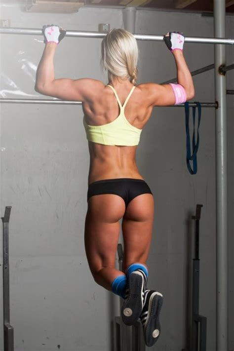 Fitness motivation 20 photos of sexy women doing pull ups