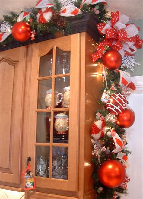 top of kitchen cabinet christmas decorating ideas house of decor christmas d 233 cor for the kitchen