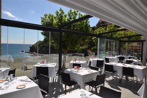 restaurant le w terrasse la salle et la terrasse vue mer la salle et la terrasse