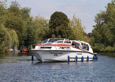 thames river cruise reading caversham based on the river thames holiday hire cruisers two to