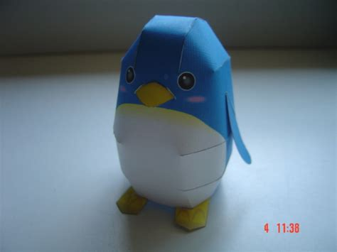 Papercraft Penguin - penguin papercraft by vargaskyld on deviantart