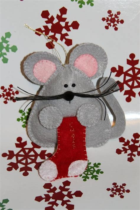 Pattern For Felt Christmas Mice | natal artesanato and fairy doors on pinterest