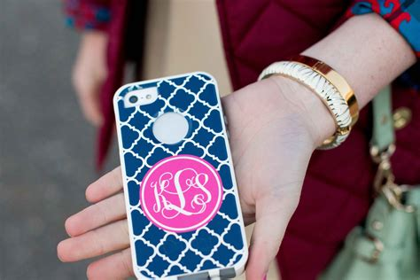 Iphone 4 Giveaway 2014 - giveaway quot boutique me quot monogrammed iphone otterbox case kelly in the city