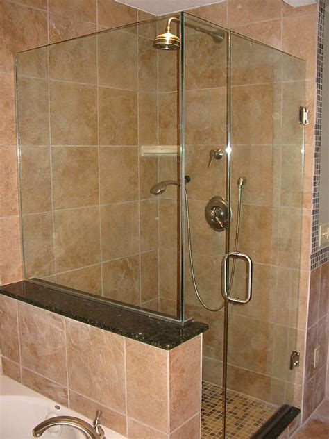 Shower Curtain Ideas For Small Bathrooms by Stylish Designs And Options For Shower Enclosures