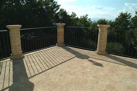 rivestimenti terrazze migliori rivestimenti per terrazzi pavimento da esterni