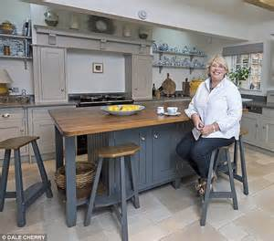 Kitchen Oven by Can A New Kitchen Make Pots Of Cash Daily Mail Online
