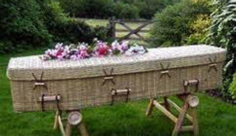 antifurto giardino santa croce camerina rg posiziona una cassa da morto in