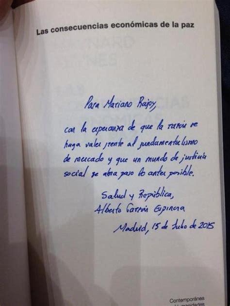 libro nonfiction voy solo al alberto garz 243 n regala a rajoy un libro de keynes sobre el germen del fascismo espa 241 a el mundo