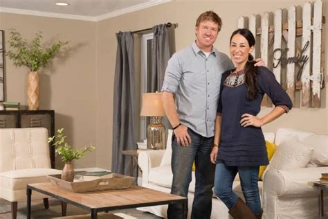 home to flip tv show love the picket fence wall art joanna gains hgtv