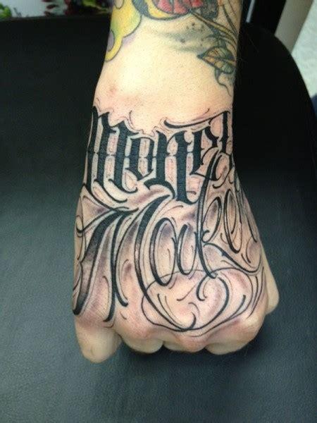 alphabet tattoo in hand tattoo lettering mano tuttotattoo com