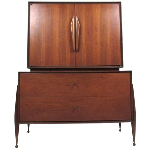 Mid Century Modern Dresser For Sale by Mid Century Modern American Walnut Highboy Dresser For