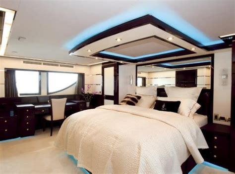 yacht bedroom yacht expedition jade 95 jade yachts charterworld