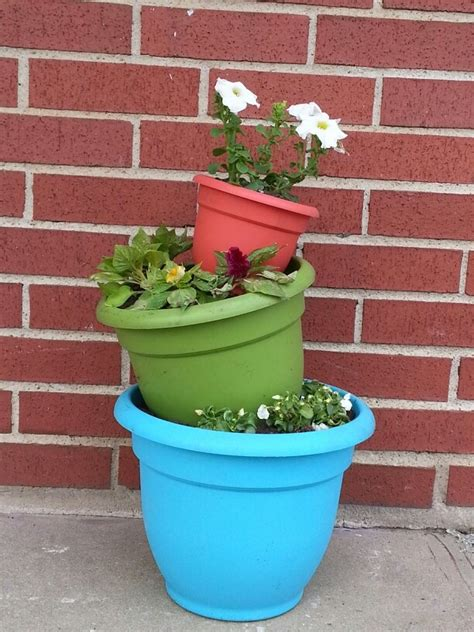 Tower Planter Pots by 78 Ideas About Flower Pot Tower On Hanging