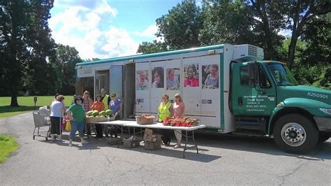 Food Pantry Naperville Il by Suburban Relief Agencies Add More To Their Plates Than Food Naperville Sun