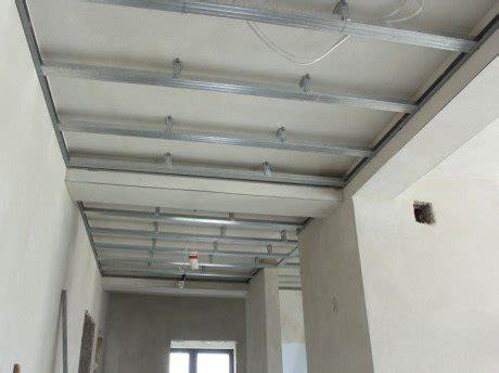 Comment Monter Un Faux Plafond by Comment R 233 Aliser Un Faux Plafond Acoustique Leroy Merlin