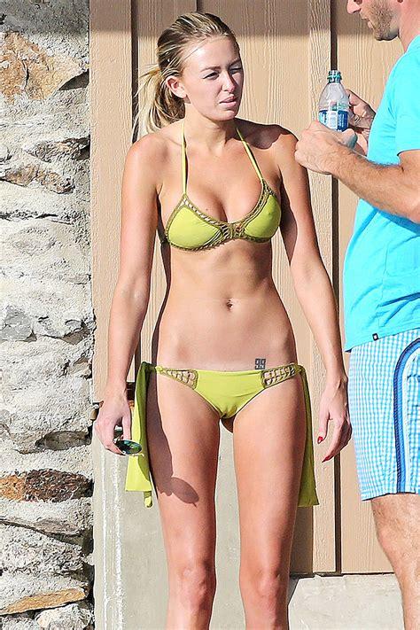 Paulina Gretzky Wearing A Bikini In Hawaii Adds Moejackson