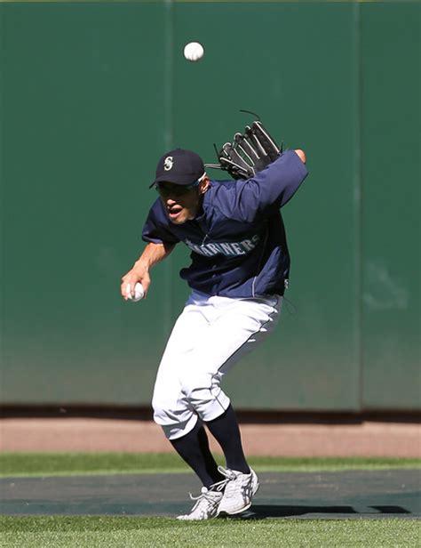 Ichiro Suzuki Catch Ichiro Suzuki Pictures Boston Sox V Seattle Mariners