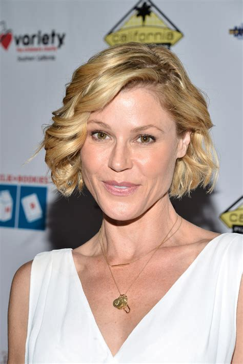 Julie Bowen Hairstyle by Julie Bowen Curled Out Bob Hairstyles Lookbook