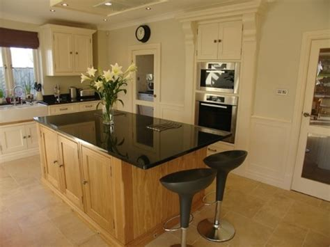 Handmade Kitchens Cornwall - bespoke oak kitchen with farrow and painted sections