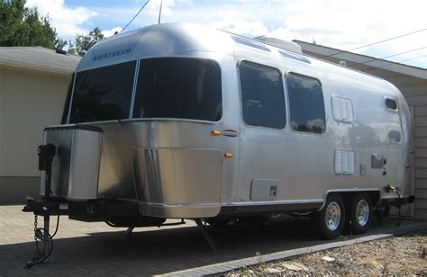 in trailer file airstream trailer jpg wikimedia commons