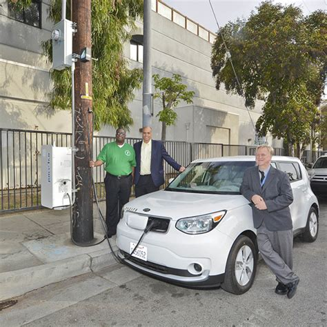 Electric Vehicles Watts Up Ladwp S Electric Vehicle Charger Installed On Power Pole