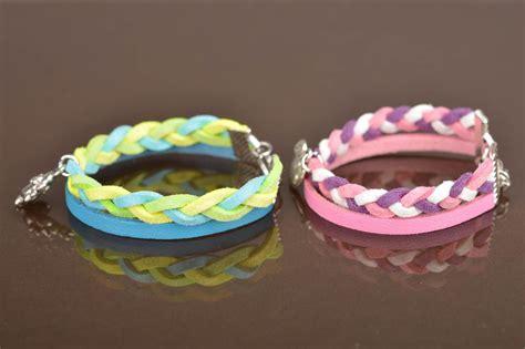 pulseras hechas a mano de cuero madeheart gt pulseras de cuero natural y gamuza con