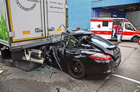 Porsche Berlin Karriere by Unfall Auf Dem Stuttgarter Gro 223 Marktgel 228 Nde Porsche