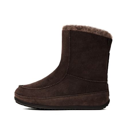 mukluk boots fitflops mukluk suede boot in chocolate sheepskin lined