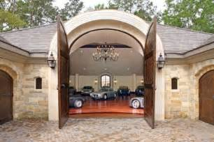 Houses With Big Garages by Wow Go Inside And Check Out This Carriage House Garage