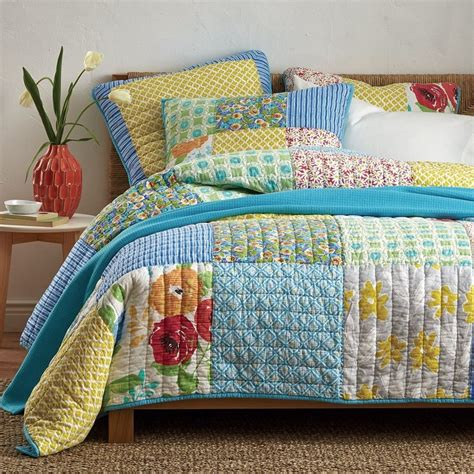 Quilt And Patchwork - meadow bouquet patchwork quilt the company store