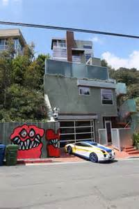Chris brown covers his whole crib in monster graffiti 171 1025