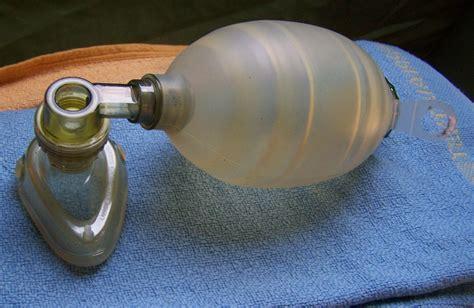 file bag valve mask ambu bag jpg wikimedia commons