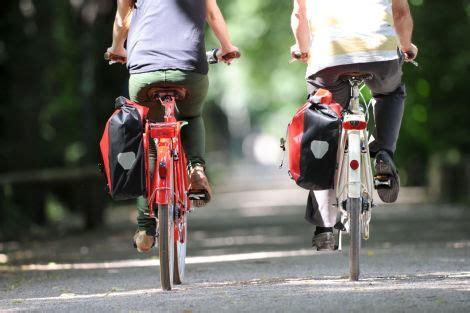 ab wann darf moped fahren recht wann d 252 rfen radfahrer nebeneinander fahren