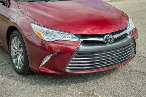 Lu Camry 2016 toyota camry review roadshow
