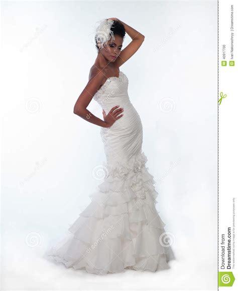 Femme Afro américaine Dans Une Robe De Mariage Photo stock   Image: 40917700