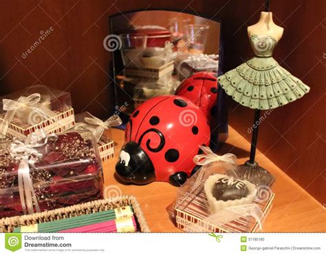 home goods shelves  home decoration products stock