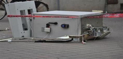 ufficio postale prima porta assalto all ufficio postale di roccalumera ritrovata la