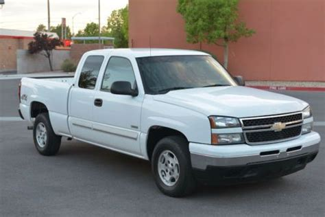 sell used 2006 chevrolet silverado 1500 hybrid extended cab pickup 4 door 5 3l 4wd in henderson