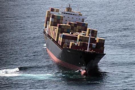 Caterpillar Mbc Safety containership rena strikes new zealand s astrolabe reef