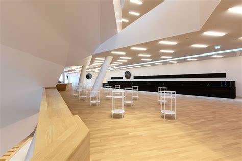 Foyer Elbphilharmonie by Elbphilharmonie Das Perfekte Buch Zum Bau