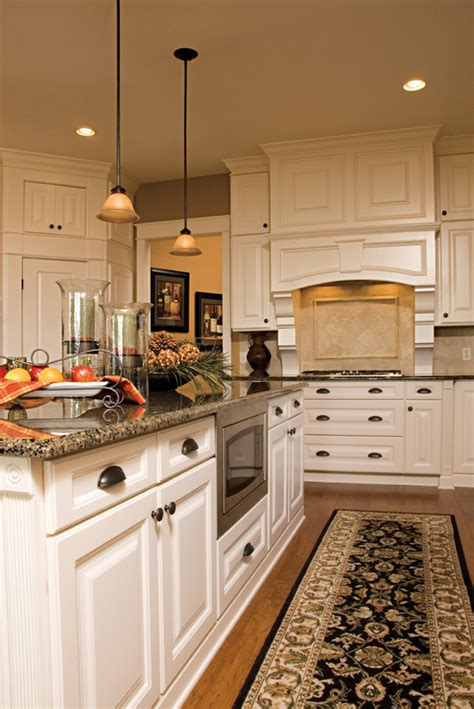 Antiquing White Kitchen Cabinets by Nantucket Antique Thermofoil Cabinets