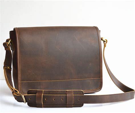 mens brown leather messenger bag messenger handbags leather handbag ideas