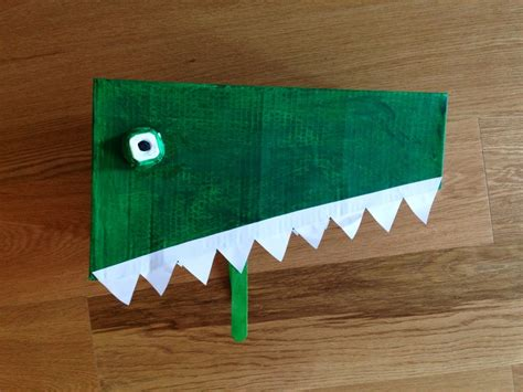 Cardboard crocodile costume, making a crocodile mask ...