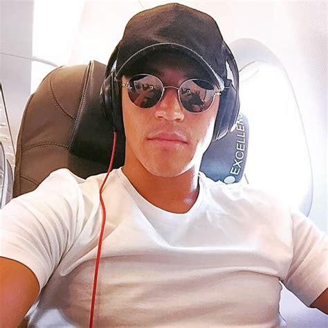 alexis sanchez instagram video photo alexis sanchez snaps selfie on plane after arsenal