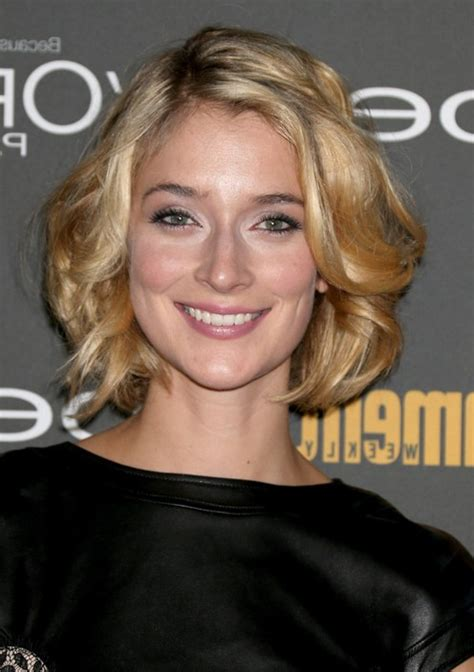 best haircut for recessed chin curly hair wavy hair receding chin short hairstyle 2013