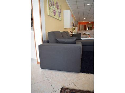 divano due posti con chaise longue divano con chaise longue in tessuto sfoderabile a tre posti