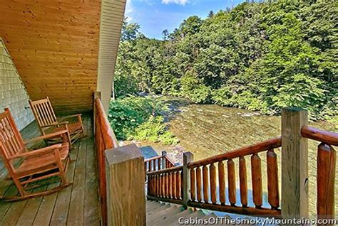 Riverside Cabins In Gatlinburg Tn by Gatlinburg Cabin Riverside Lodge 5 Bedroom Sleeps 21