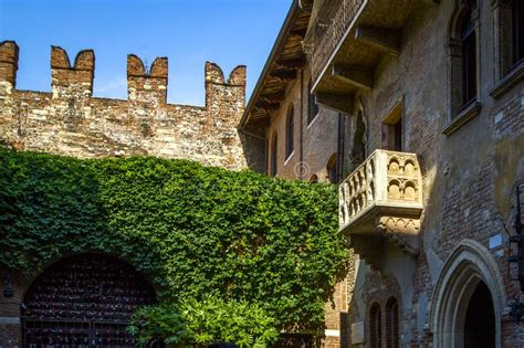 Romeo And Juliet Capulet Original House With The Balcony