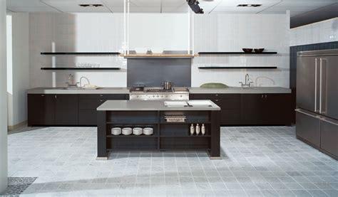 Küche Mit Insel Und Tisch by Wohnzimmerschrank Design