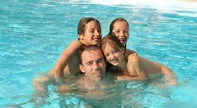 Children 7-12 years naturist swimming pool - Naturist Campsite Belezy